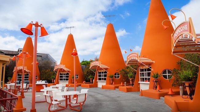 cozy-cone-motel-00